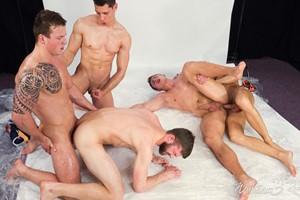 Transando com meus amigos em sexo grupal