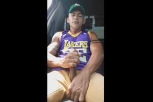 Brasileiro bate punheta falando e pedindo um cu pra gozar