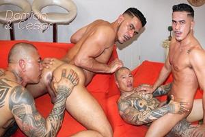Homem passivo dando o cuzinho pro colombiano tatuado