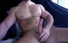 homem musculoso se masturbando ao vivo